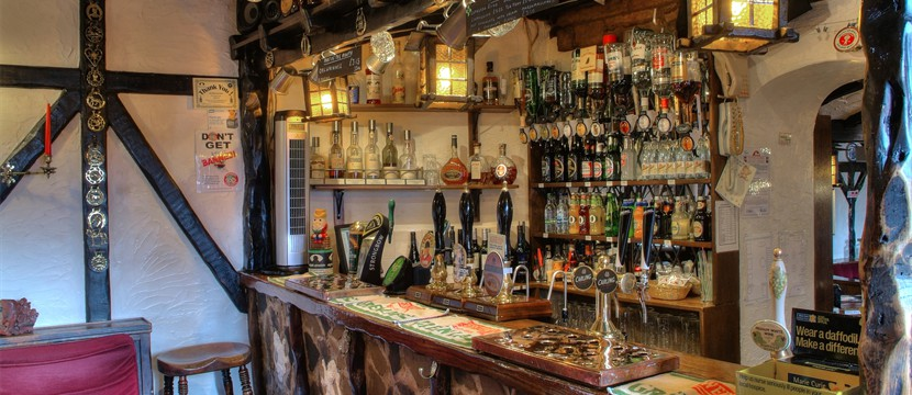Large Selection of Wines & Hand Pump Traditioal Cask Real Ales